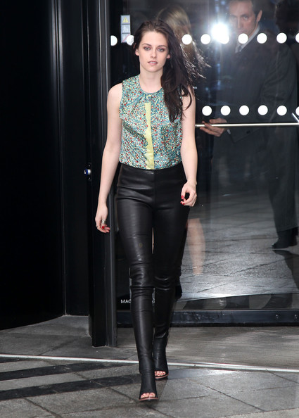 Kristen Stewart Sizzles On The Red Carpet Fashion Shopping Blog For Women Fashion Advice For